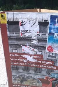 Reste der Nazi-Störer finden sich noch auf unseren Plakaten